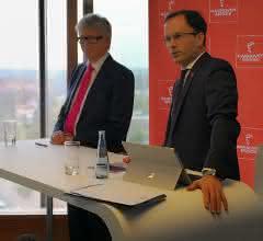 Prof. Dr. Friedhelm Loh, Vorsitzender des Ausstellerbeirats (links), Dr. Jochen Köckler, Vorstandsvorsitzender der Deutschen Messe AG.