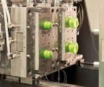 Blasformen in der Spritzgießmaschine: Kleinbehälter produzieren im integrierten Prozess