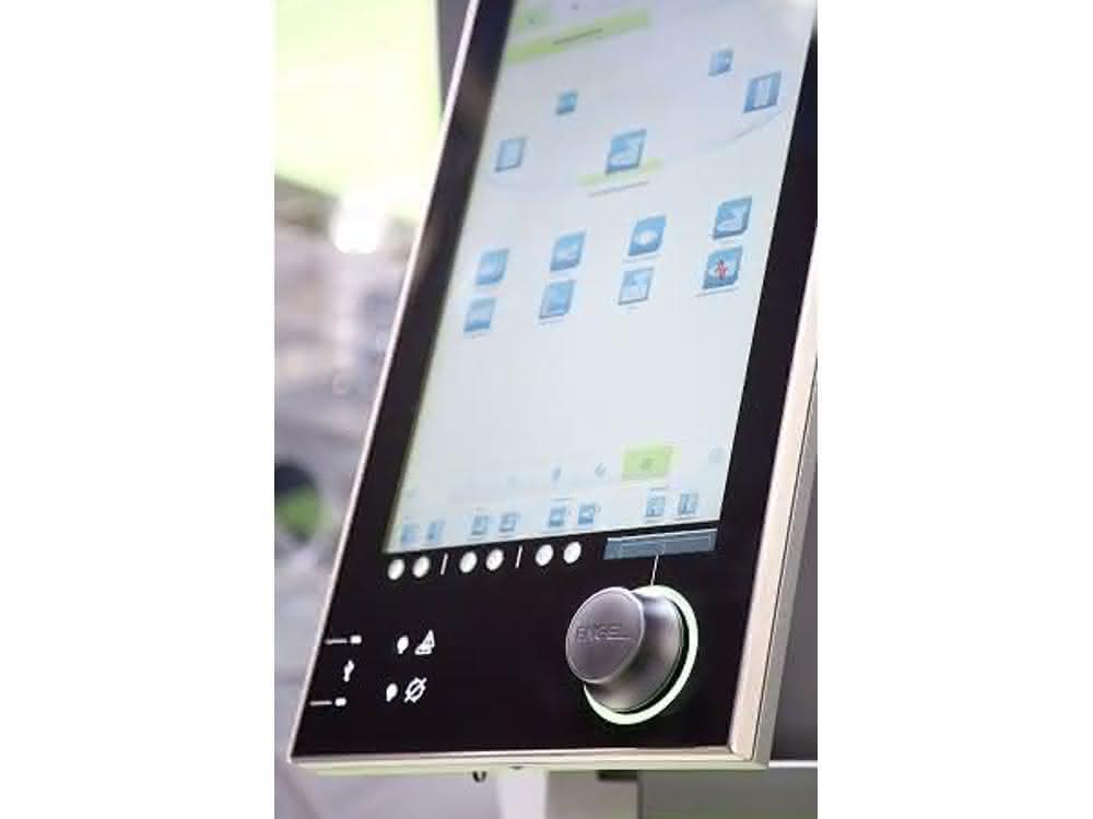 Bedienkonzepte aus der Kommunikationselektronik: Neue Spritzgießmaschinen-Steuerung für die gesamte Fertigungszelle