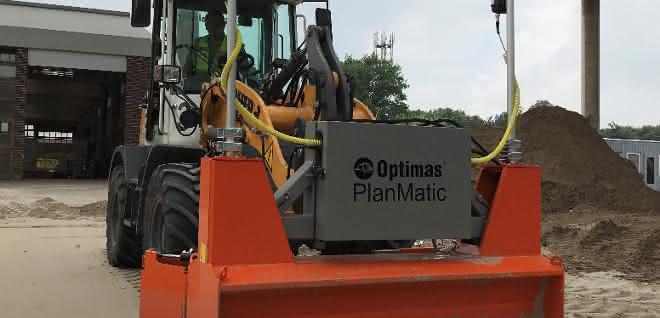 Das neue PlanMatic Planiergerät von Optimas mit angebauten Verbreiterungen feiert auf der bauma Premiere.