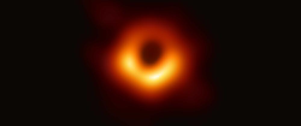 Das erste Bild des Schwarzen Lochs in der benachbarten Galaxie M87, aufgenommen vom Event Horizon Telescope-Projekt.