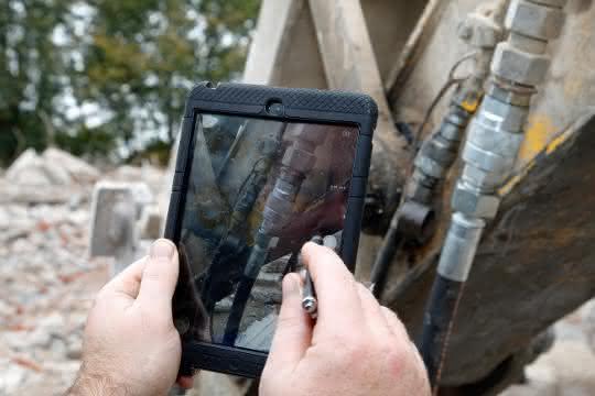 Die fotografische Schadensdokumentation von Pirtek bietet dem Kunden Aufschluss über die Ursache von Defekten.