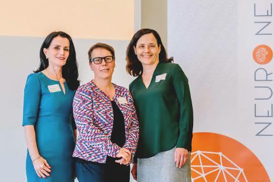 Denise Manahan-Vaughan, Gründerin von Neuronexxt, zusammen mit RUB-Kanzlerin Christina Reinhardt und SFB-Koordinatorin Sabine Dannenberg bei der Auftaktveranstaltung (von links)