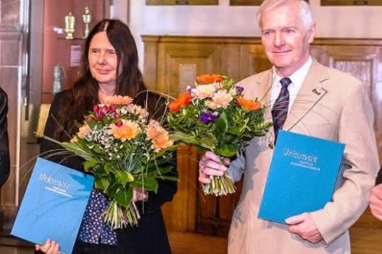 v.l.n.r.: Prof. Hans Wiesmeth (Präsident Sächsische Akademie der Wissenschaften), Prof. Erich Schröger (Prorektor Universität Leipzig), Prof. Evamarie Hey-Hawkins (Preisträgerin), Prof. Frank-Dieter Kopinke (Preisträger), Burkhard Jung (OBM Leipzig).