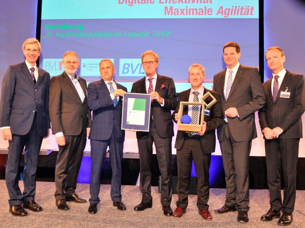 Weniger Straße, mehr Schiene und Schiff: Nachhaltigkeitspreis Logistik 2019 geht an Lkw Walter