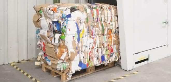 Entsorgungslösung für die Industrie: Kartons wegpressen