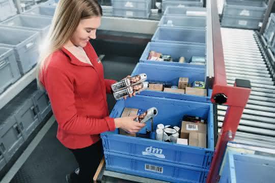 Kommissionierarbeitsplätze: Kommissionierung der Ware für die Auftragsabwicklung