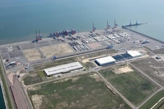 Tiefwasserhafen JadeWeserPort: Panattoni Europe übergibt Verpackungszentrum an VW