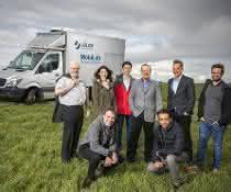 Dr. Franz Rohrer vom Institut für Energie- und Klimaforschung: Troposphäre (IEK-8) und seine Kollegen mit ihrem Messfahrzeug MobiLab