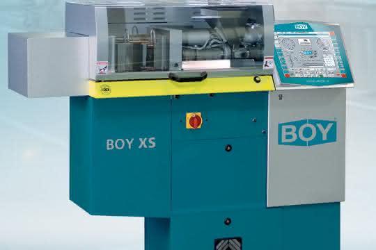 Die Spritzgießmaschine mit 100Kilonewton Schließkraft verarbeitet Thermoplaste, Elastomere und Duroplaste.