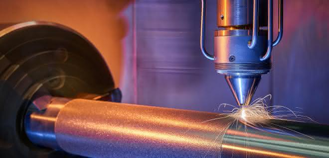 Extremes Hochgeschwindigkeits-Laserauftragschweißen (EHLA): Flexibel beschichten, reparieren oder additiv fertigen mit einer Systemtechnik.