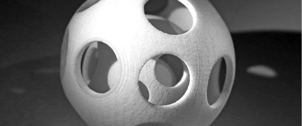 Demo-Bauteil aus dem neuen Kunststoffpulver der Polyamid 6-Reihe. Das Material wurde speziell für Anwendungen im höheren Temperaturbereich entwickelt.