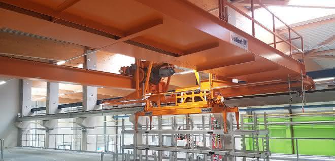 Aluminiumprofile für E-Mobility: Schicker Automatikkran und Pufferlager bei Hammerer