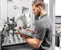 Automatisierte Werkzeugmaschine bei Hermle.
