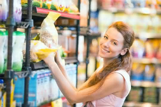 Weniger Kunststoff im Supermarktregal