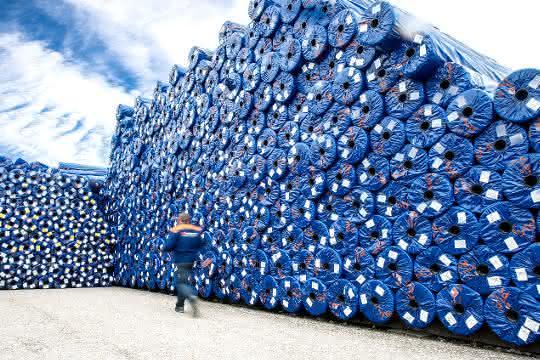 Aus Kunststoff-Faserabfällen produziert Tencate das eigene Verpackungsmaterial.