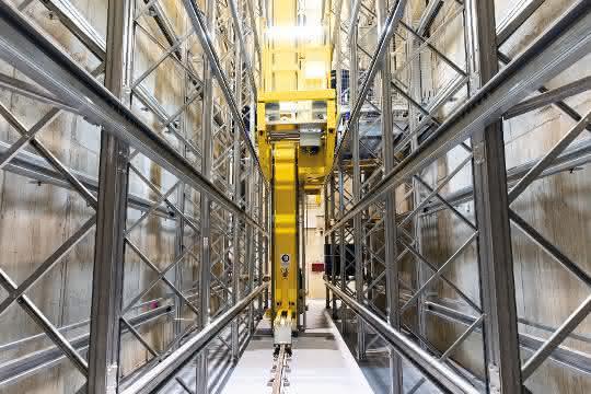 Titelgeschichte materialfluss 5/2019: Fest- und Flüssigstoffe sicher unter Dach und Fach