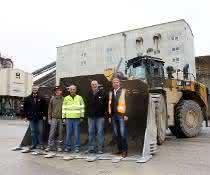 Radlader: Europaweit erster Cat Radlader 988K XE bewährt sich