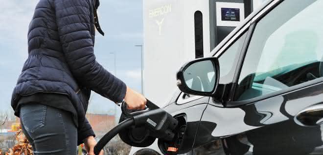 Infrastruktur für E-Mobilität: Schnell und sicher Energie tanken