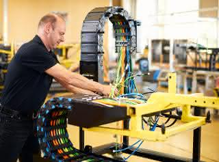Kabelkonfektionierung: Energieführungen montagefertig an die Linie geliefert