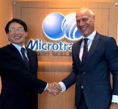 Hiroshi Nakamura, Executive Vice President Nikkiso Co. Ltd. (li.) und Andries Verder, Eigentümer Verder Gruppe (re.)