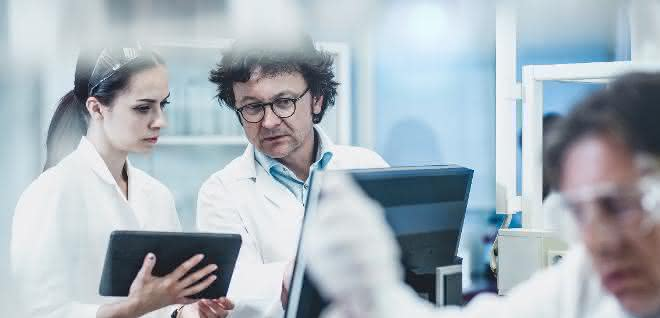 Analysten können über ein Tablet- oder Desktop-Gerät auf das LIMS zugreifen.