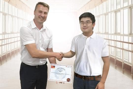 Martin Hruska und Herr Jiaping Lin