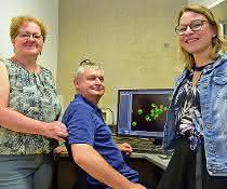 Neuen Tumor-Blockern auf der Spur: Helmut Bergler mit seinen Kolleginnen Gertrude Zisser und Lisa Kofler.