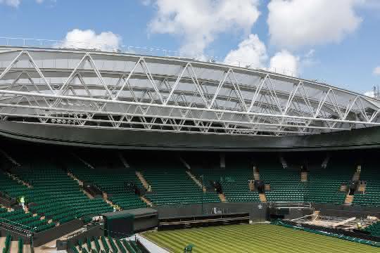 Fassadensanierung der besonderen Art: Verfahrbares Membrandach für Wimbledon