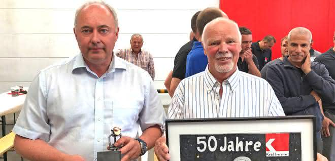 Geschäftsführer Jörg Tilmes bedankte sich bei Gründungsmitglied Rainer Krallmann