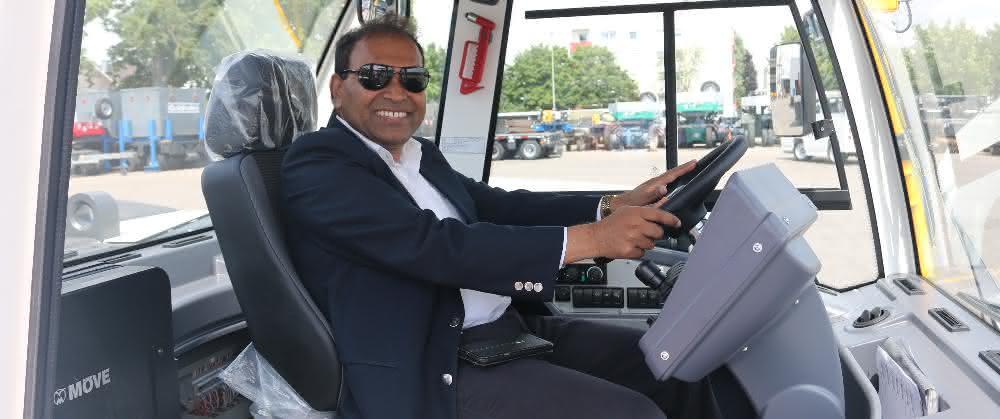 Baumaschinen: Indischer Generalkonsul zu Gast bei Goldhofer