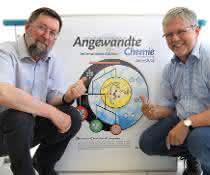 Sergey Verevkin (l.) und Ralf Ludwig untersuchen Dispersionskräfte in ionischen Flüssigkeiten.