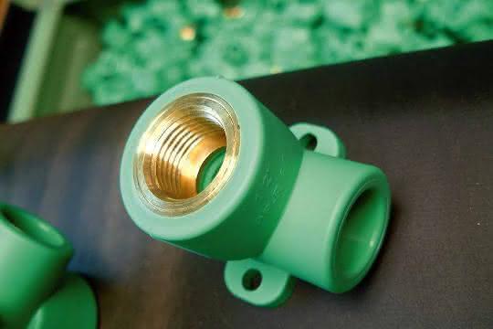 Fitting für mechanisch und chemisch robuste Rohrleitungen