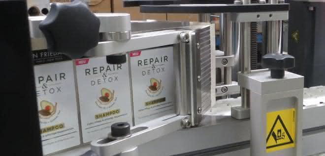 Etikettieranlage: Präzise etikettieren mit Bluhm Systeme