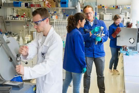 Laboraufnahme mit CaRLa-WissenschaftlerInnen
