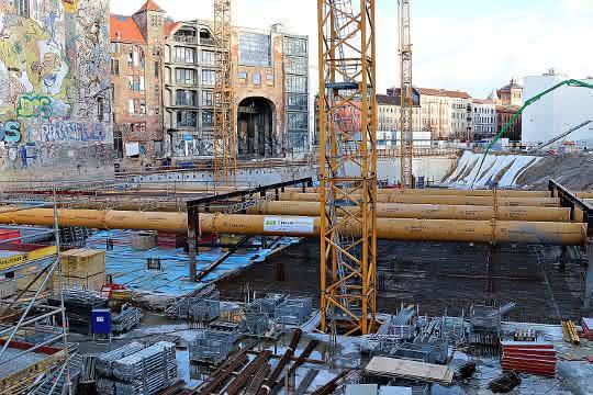 Tiefbau: Deutschland-Premiere für die Groundforce Hydrauliksteife MP750