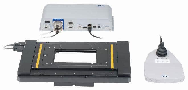 Bild 2: Der für inverse Mikroskope mehrerer Hersteller geeignete U-780 Kreuztisch von PI basiert auf der Piezomotortechnologie. Er bietet, modellabhängig, Stellwege bis zu 135x85 mm; die Bauhöhe liegt zwischen 31mm und 48mm.