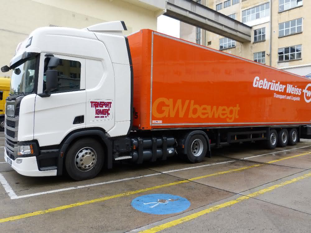 Umweltfreundlicher CNG-Lkw: Gebrüder Weiss und Henkel geben gemeinsam Gas