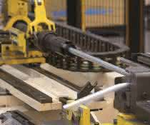 Stauff investiert weltweit in eigene High-Tech-Rohrbiegeanlagen.