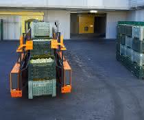 Materialfluss: Innenlader verbessert Apfelkistentransport