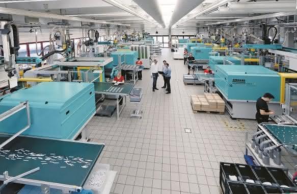 Rund 250 Millionen Teile werden pro Jahr bei Kunststofftechnik Schmid produziert