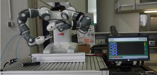 Qualitätssicherung: Roboter- Sensorsystem prüft hybride Bauteile