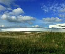 Außenansicht von MAXIV (Gebäude und Synchrotron).