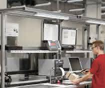 Hubmodule und Leuchten: Mehr Flexibilität für ergonomische Arbeitsplätze