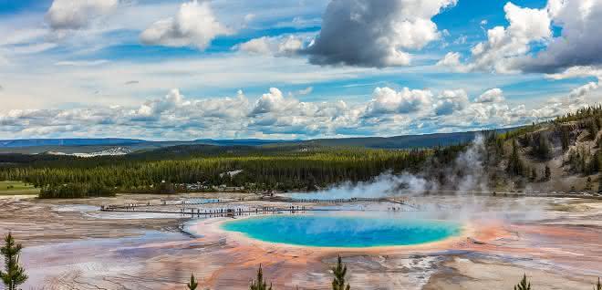 Auf geothermalen Feldern wie im Yellowstone-Nationalpark könnten auf der Ur-Erde erste RNA-Moleküle, die Vorboten des Lebens, entstanden sein.