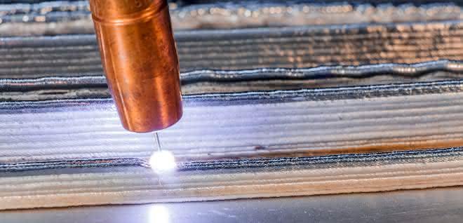 Lichtbogen- und drahtbasierte additive Fertigung