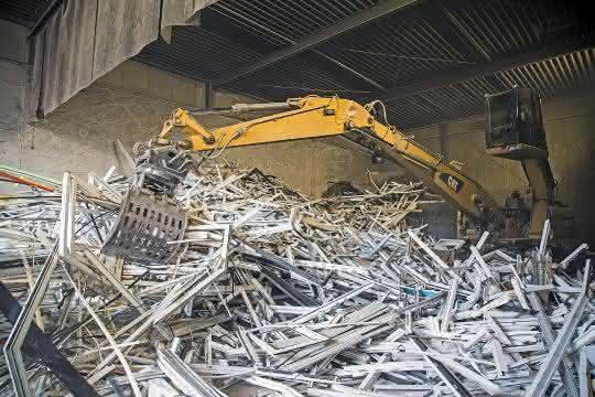 Aus Altfenstern und -rolläden werden neue PVC-Granulate
