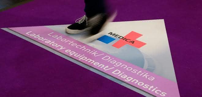 Messeboden mit Medica-Messelogo und Hinweis auf den Bereich Labortechnik/Diagnostika.