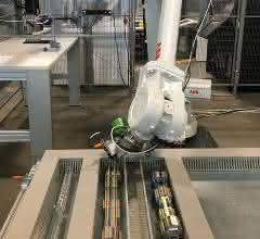 Roboter mit Werkzeug