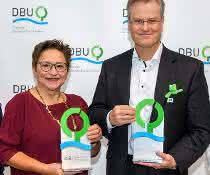 DBU-Umweltpreisträger Reinhard Schneider (r.) und Prof. Dr. Ingrid Kögel-Knabner (l.) mit der DBU-Kuratoriumsvorsitzenden Rita Schwarzelühr-Sutter und DBU-Generalsekretär Alexander Bonde.